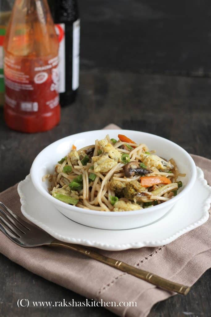 Hakka noodles with egg