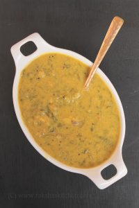 Goan colocasia leaves curry