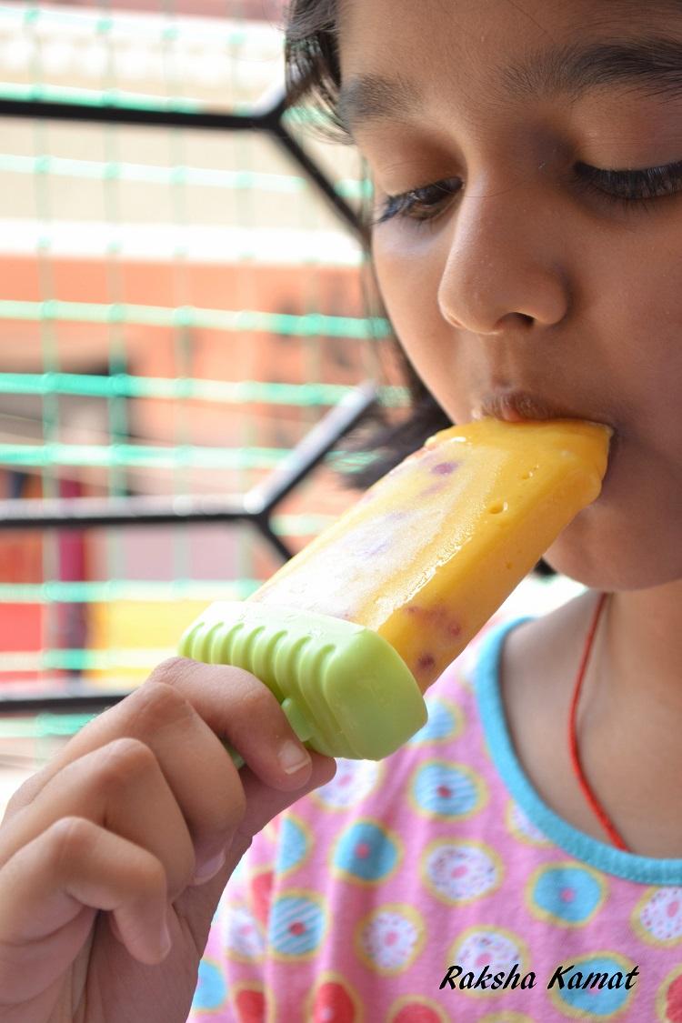 Mango pomegranate popsicle, mango pops, mango popsicle, mango recipes, pomegranate pops, mango recipes for kids, summer recipes