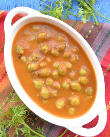 Green chickpeas curry
